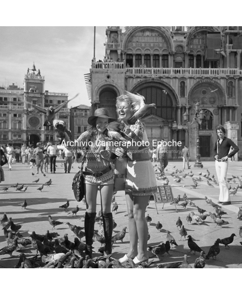 Stephanie Beacham - Feeding Pigeons