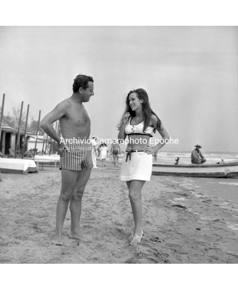 Alberto Sordi - Talking On The Beach