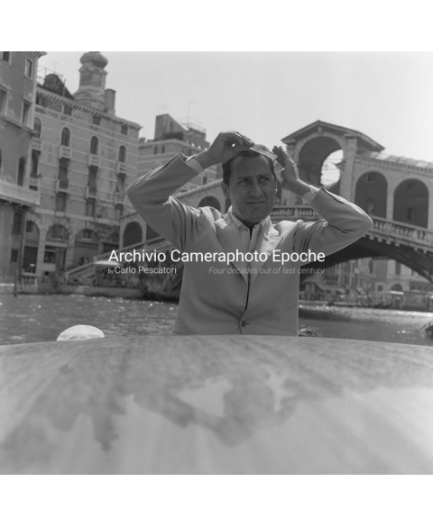 Alberto Sordi - Combing His Hair
