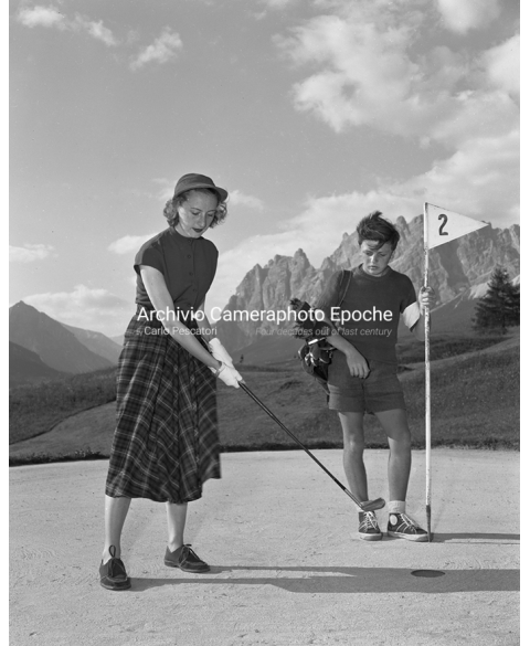 Cortina Sports - Woman Playing Golf