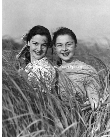 Beautiful Women - Girls In The Fields