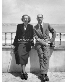 Maria Jose' and Umberto II outside