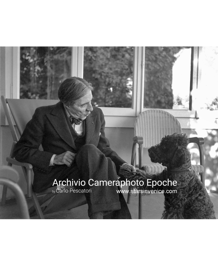 Alfred Denis Cortot - Talking to his dog