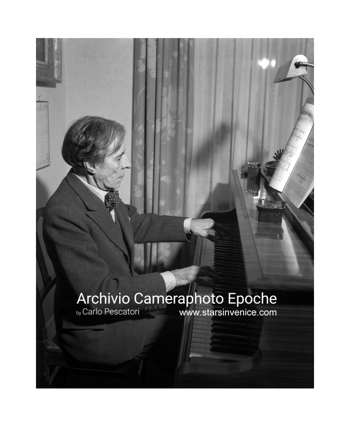 Alfred Denis Cortot - Playing piano
