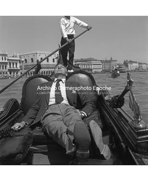 Gary Cooper - Sunbathing On a Gondola
