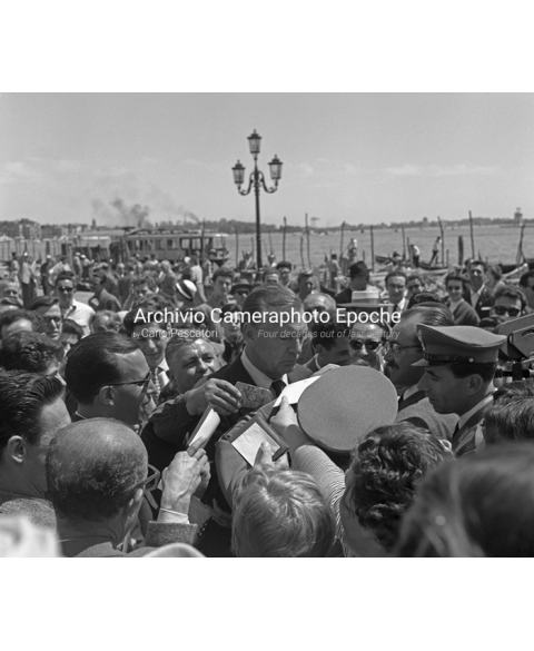 Gary Cooper - Surrounded By The Crowd