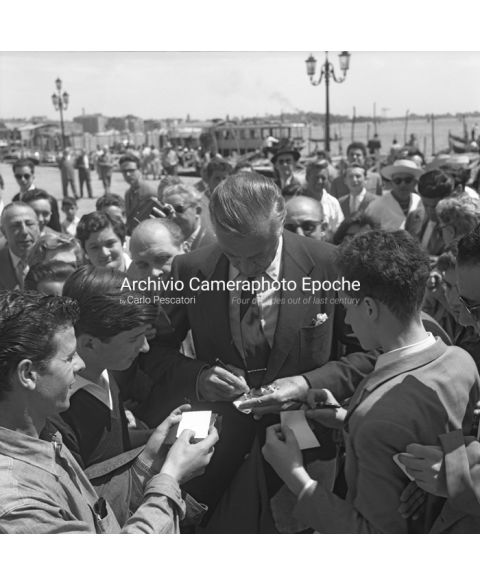 Gary Cooper - Signing Autographs