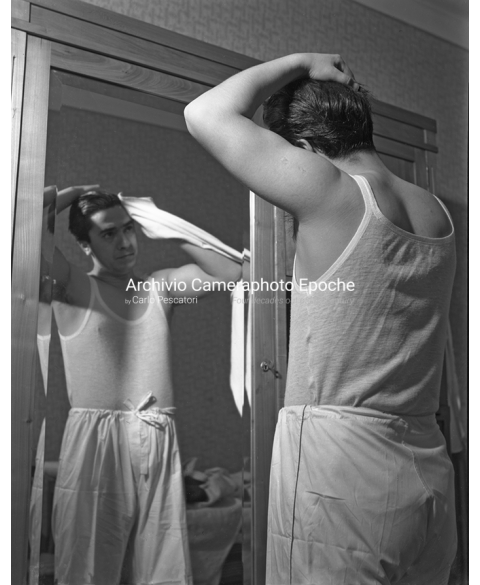 Giuseppe Di Stefano - Combing His Hair