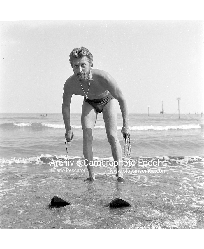 Kirk Douglas - Waterskis maintenance