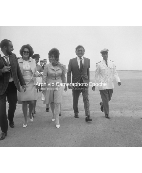 Elizabeth Taylor - At Venice Airport
