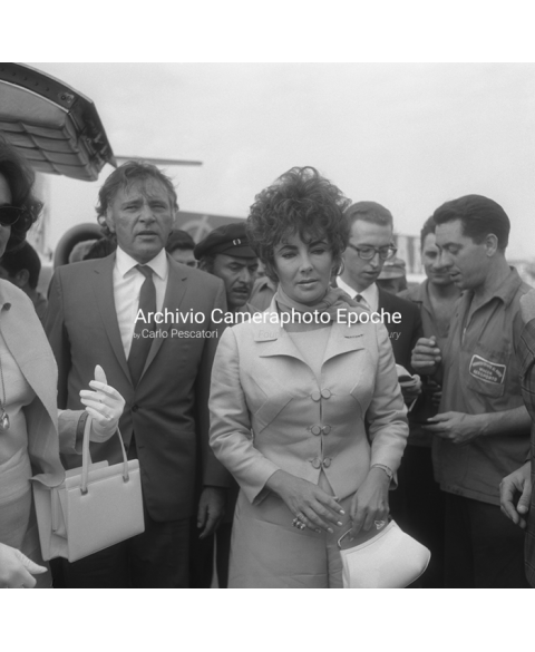Elizabeth Taylor - Getting Down The Plane