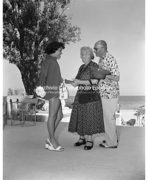 Elizabeth Taylor - With Mr And Mrs Levy