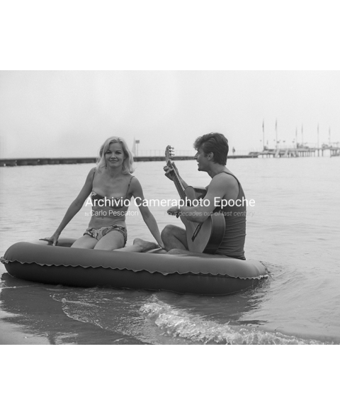 Carroll Baker - On a Rubber Dinghy