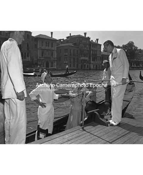 Joan Fontaine - A Chat From The Gondola
