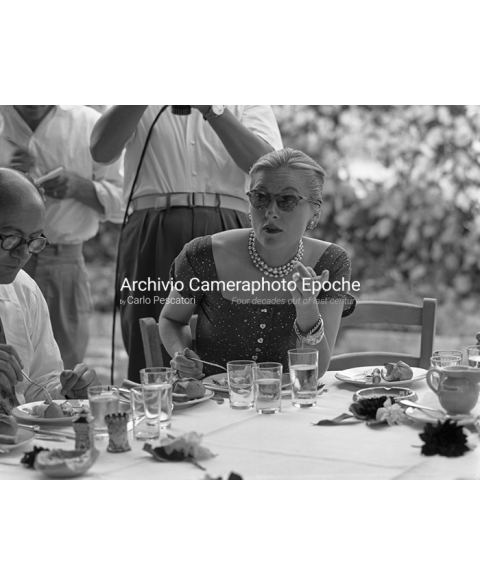 Joan Fontaine - Eating At The Restaurant
